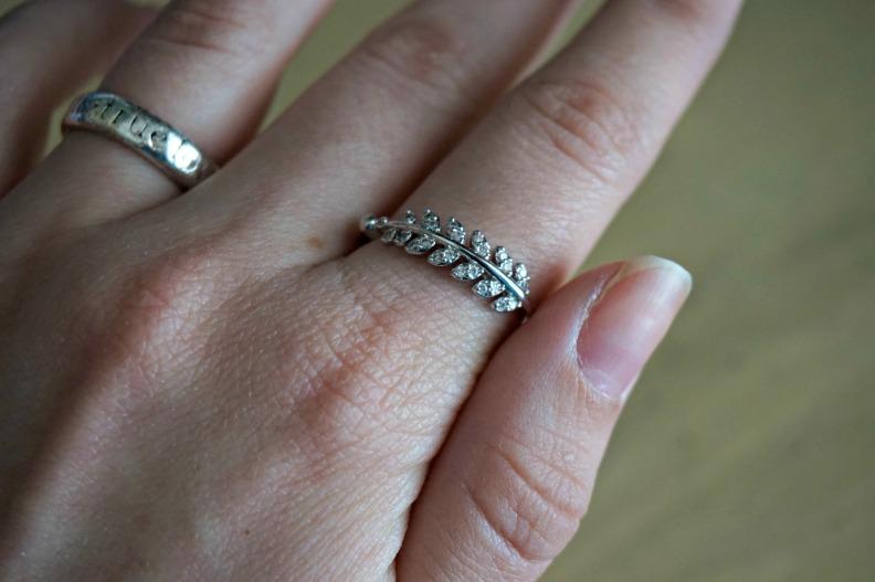 leaf ring index finger